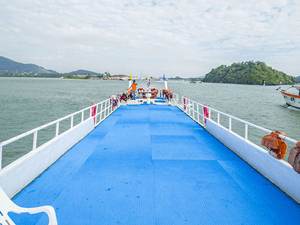 one-day-tour-phi-phi-khai-nok-island-ferry-boat-3