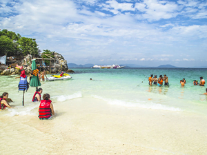 one-day-tour-phi-phi-khai-nok-island-ferry-boat-7