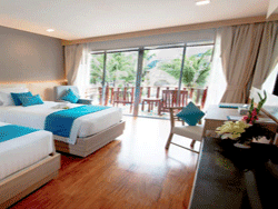 Phuket-Accommodation-Patong-Beach-Front-Graceland-Resort-New-Deluxe-Pool-View-Graceland-Wing-6