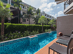 Phuket-accommodation-four-star-the-charm-resort-patong-junior-suite-pool-access