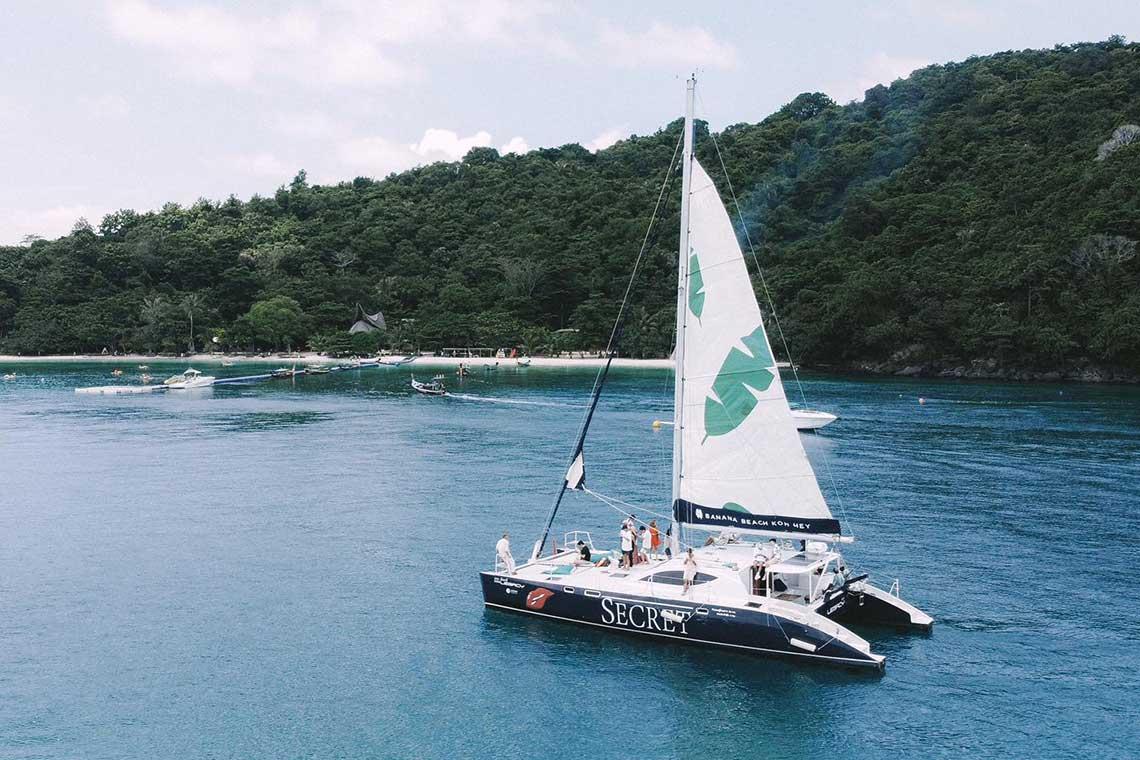 เกาะเฮ บานาน่าบีช ครึ่งวันบ่าย พระอาทิตย์ตก เรือใบคาตามารัน