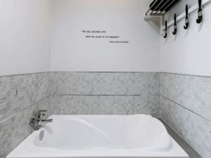 โรงแรม-ชูการ์-มารีน่า-อาร์ท-ภูเก็ต-ห้อง-ดีลักซ์-กะรน-5