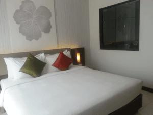 โรงแรม-ห้อง-ดีลักซ์-อีสติน-อีซี่-ป่าตอง-บีช-estin-easy-patong-hotel