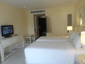 โรงแรม-อันดามัน-แอมเบรส์-ภูเก็ต-ห้อง-ดีลักซ์-2