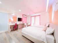 king-bed-hotel-in-phuket-town-the-tint-at-phuket-2