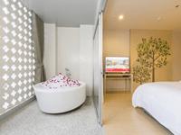 hotel-ramada-deevana-phuket-Junior-Suite-2