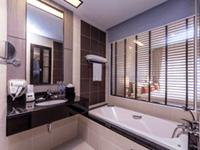 โรงแรม-ใน-ป่าตอง-ภูเก็ต-deevana-plaza-patong-phuket-permier-room-5