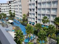 phuket-5-star-accommodation-grand-mercure-patong-otop-shopping-mall-2