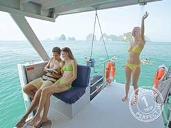 sawasdee-phi-phi-island-premium-catamaran-phuket-12