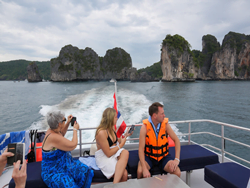sawasdee-phi-phi-island-premium-catamaran-phuket-17
