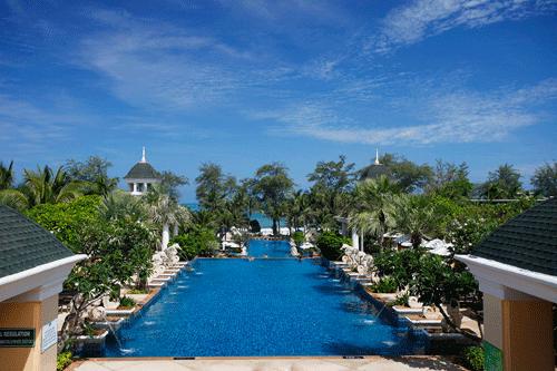 Phuket-Accommodation-Patong-Beach-Front-Graceland-Resort
