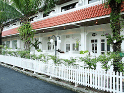 phuket-accommodation-the-old-karon-beach-resort-3