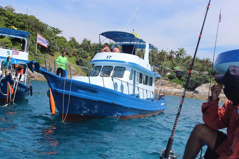 ทัวร์วันเดย์ทริป-ตกปลาใหญ่-เกาะราชาใหญ่-เรือตกปลา-เที่ยวภูเก็ต-ราคาถูก