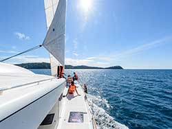 ทัวร์วันเดย์ทริป-เกาะไม้ท่อน-ล่องเรือชมปลาโลมา-โดยเรือคาตามารัน-เที่ยวภูเก็ต-10
