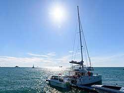 ทัวร์วันเดย์ทริป-เกาะไม้ท่อน-ล่องเรือชมปลาโลมา-โดยเรือคาตามารัน-เที่ยวภูเก็ต-11