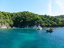 ทัวร์วันเดย์ทริป-เกาะไม้ท่อน-ล่องเรือชมปลาโลมา-โดยเรือคาตามารัน-เที่ยวภูเก็ต-9