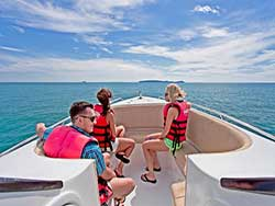บริการเช่าเรือเร็ว-เหมาลำเรือคาตามารัน-เที่ยวภูเก็ต-กระบี่-พังงา-ราคาถูก-3
